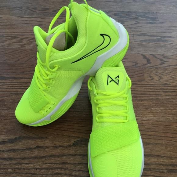 2c341a40e346 Nike Pg 1 volt tennis ball size 10